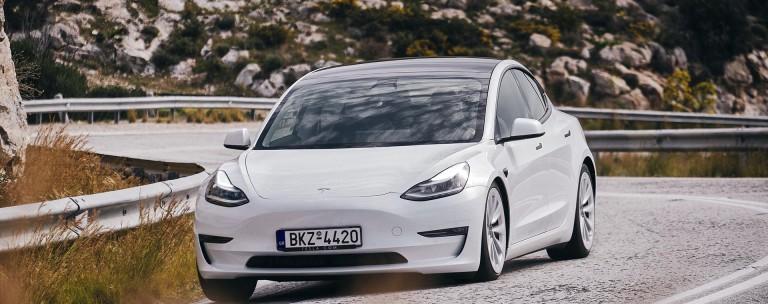 Δες τις τιμές και τον εξοπλισμό για όλα τα μοντέλα της Tesla που πωλούνται στην Ελλάδα