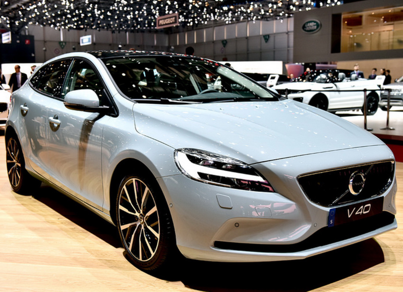 V40 2.0 D4 Momentum Edition Auto 190PS