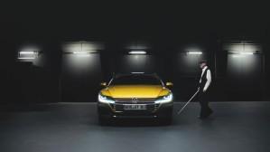 VW Arteon blind photographer