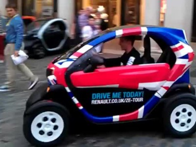 Twist and Pulse arrive at Covent Garden in Renault Twizys