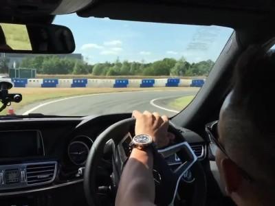 Lewis Hamilton με Mercedes-Benz E63 AMG