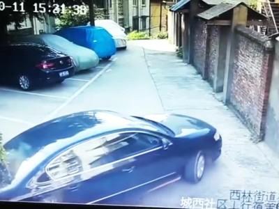 Αποτυχημένο παρκάρισμα στην Κίνα