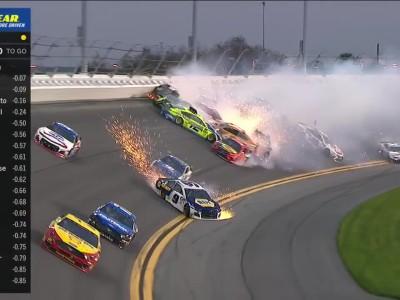 Εντυπωσιακή καραμπόλα στην Daytona