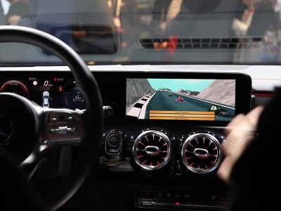 Super Mario Kart μέσα σε Mercedes-Benz CLA