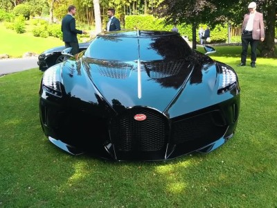 """Η """"εξωγήινη"""" Bugatti La Voiture Noire συστήνεται με τον πλανήτη Γη"""