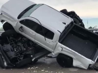 Τυφώνας στις ΗΠΑ ισοπέδωσε 500 Toyota και Chevrolet