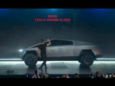Τα άθραυστα παράθυρα του Tesla Cybertruck δεν είναι και τόσο άθραυστα τελικά