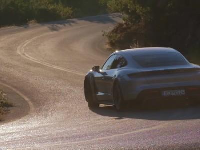 Στρίβουμε στο όριο με την Porsche Taycan Turbo