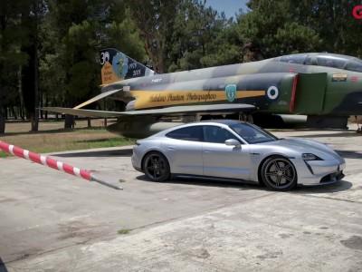 Με την Porsche Taycan στο αεροδρόμιο Τατοΐου
